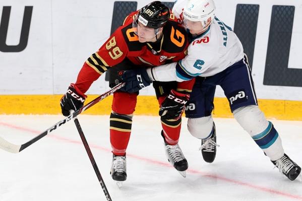 Защитник «Сочи» Юрий Александров устал от вечного соперничества в КХЛ и обнял Алексея Потапова
