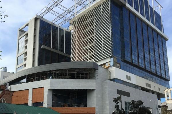 Отель планировали открыть к июню 2018 года