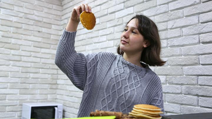 «На вкус как полынь, а послевкусие угля»: ищем рецепт правильных блинов на Масленицу