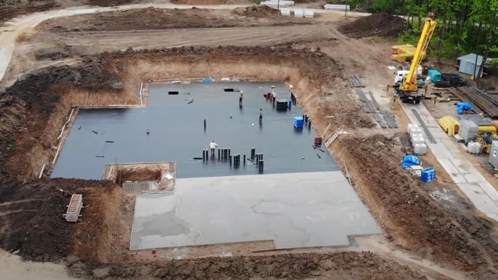 «Набрали скорость»: рабочие вырыли котлован для комплекса ГИБДД у «Самара Арены»