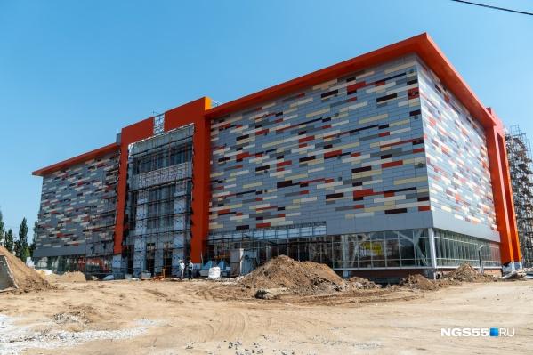 Новое здание на улице Богдана Хмельницкого подозрительно напоминает торговый комплекс «Квадро» на улице 10 лет Октября