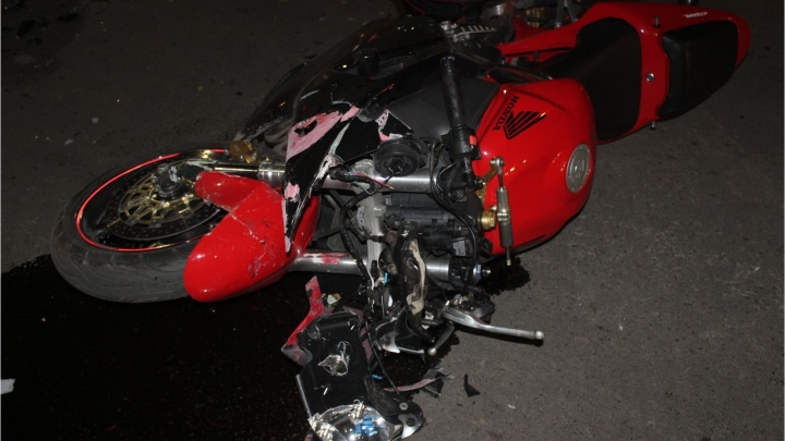 За рулем автомобиля был пожилой водитель: в Кургане в аварии погиб мотоциклист