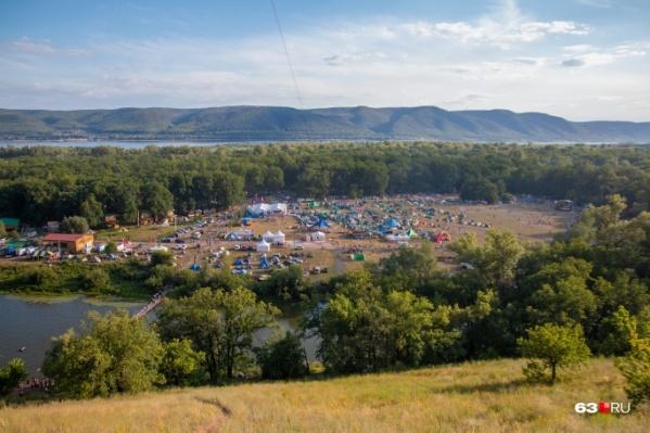 В 2020 году на легендарной фестивальной поляне бардов не будет. На фото — «Груша» 2019 года