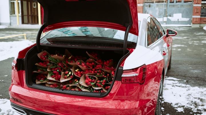 Радио «Красная Армия» подарило девушкам полный багажник тюльпанов