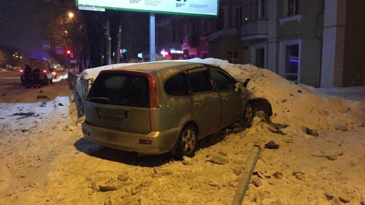 Доносился запах алкоголя: два водителя получили тяжёлые травмы в ДТП на улице Богдана Хмельницкого