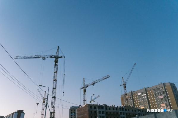 В Омской области частники строят почти столько же жилья, сколько компании