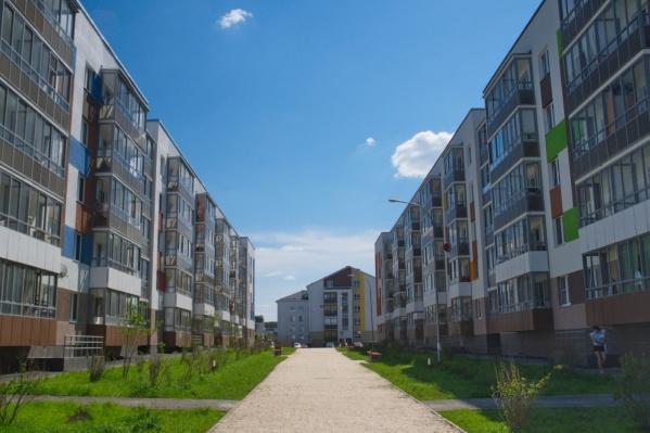 "Купить готовую квартиру с отделкой под ключ можно по цене<a href=""https://www.lsr.ru/ekb/kvartiry-v-novostroikah/michurinski/?price[min]=&price[max]=&area[min]=&area[max]=&floor[min]=&floor[max]=&obj[]=46&last_delivery=25&flattype[flat]=on&mortgage_type=1&mortgage_payment=&mortgage_time=&ob[page]=1&ob[id]=46&ob[sort]=price&ob[order]=asc&a=types&load=true&object=46&showheader=1&build[]=491&build[]=502&group[t]=true&__s=&group[t]=1&__s="" target=""_blank"" class=""_"" rel=""sponsored"">от 2 млн рублей</a>"