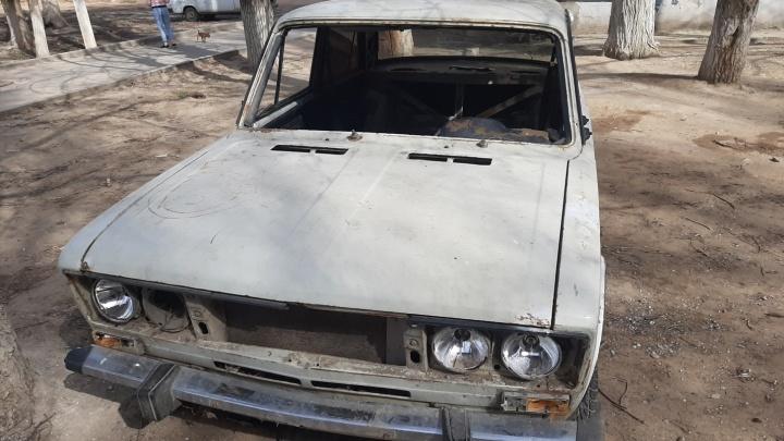 Администрация Волгограда решила вывезти из города первую брошенную машину
