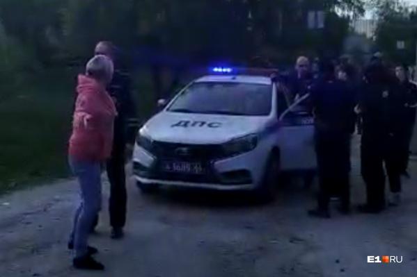 На месте работали сразу несколько нарядов полиции