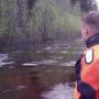 Ледяная вода по самые стёкла: в Котласском районе затопило автомобиль, в котором находилась семья