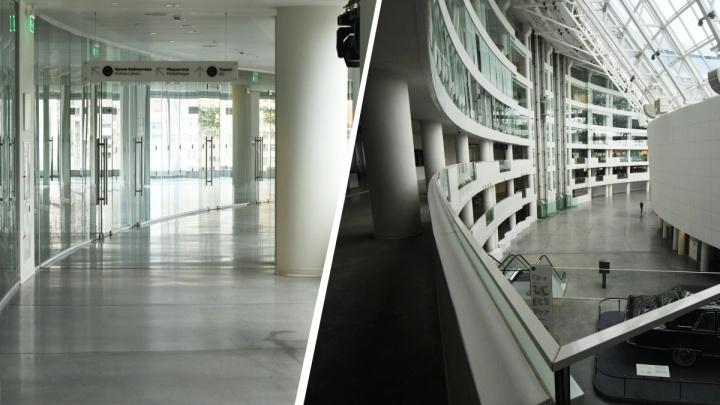 Тихо, масштабно и очень грустно: гуляем по «Ельцин Центру», который закрыт уже три месяца