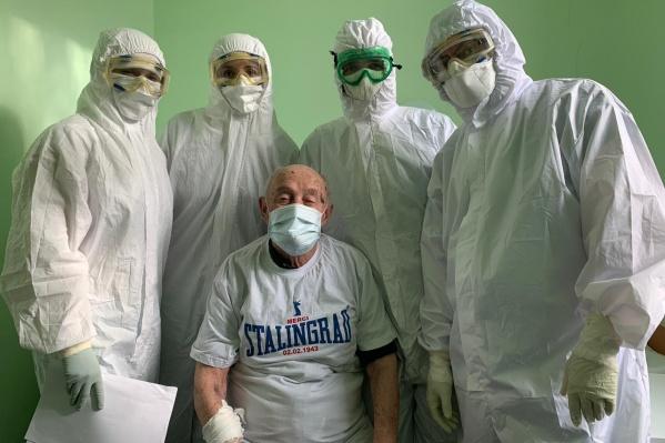 Евгений Рогов душевно поблагодарил врачей госпиталя за их труд