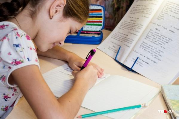 Садиться за уроки советуют не раньше трех часов дня