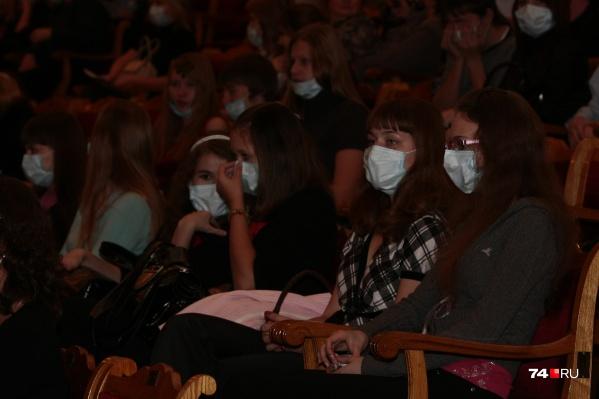 В Зауралье с 22 декабря вновь начали показывать театральные представления, но для ограниченного количества зрителей