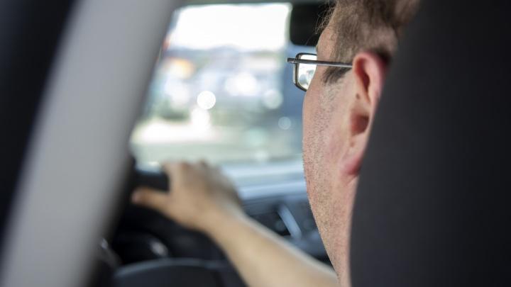 Таксист о пассажирах в пандемию коронавируса: «Я на них смотрю и понимаю — люди начинают звереть»