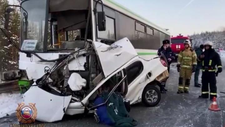 Женщина выехала на встречку под автобус после записи видео в «Вайбере»