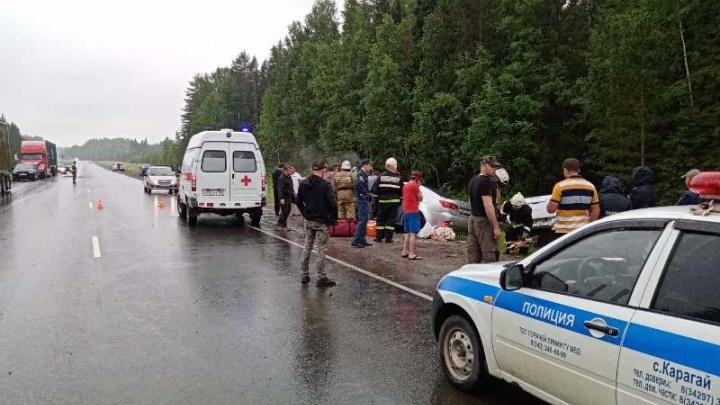 На трассе Нытва — Кудымкар столкнулись Lexus и Mitsubishi: пострадали 5 человек, в том числе дети