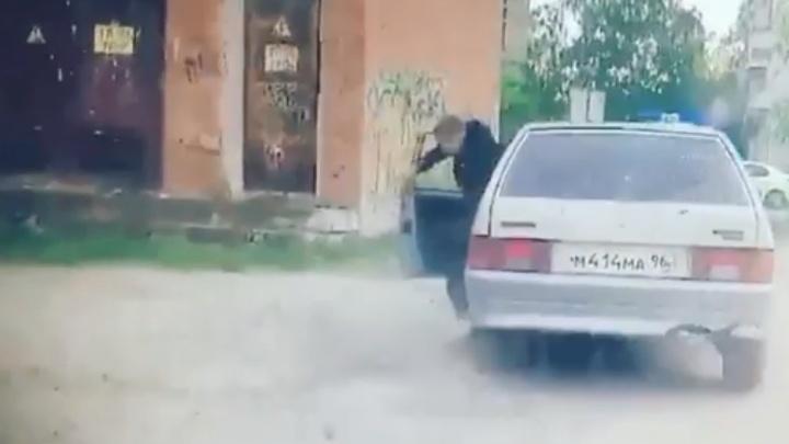 Появилось видео погони в Асбесте, где машина 16-летнего парня влетела в полицейский УАЗ