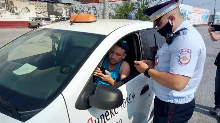 У тюменских таксистов автоинспекторы нашли нарушения
