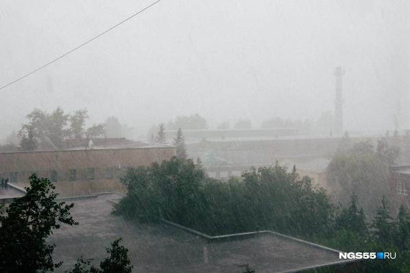 По прогнозам синоптиков, дождь продолжится и ночью