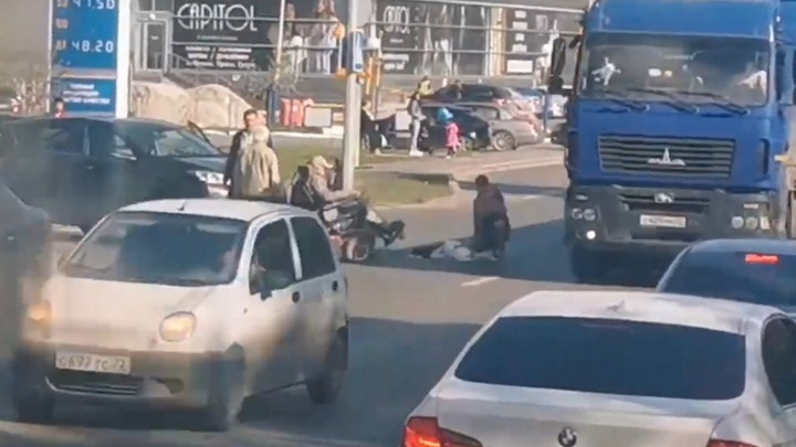 «Не заметила»: на 50 лет ВЛКСМ автомобилистка сбила инвалида на коляске