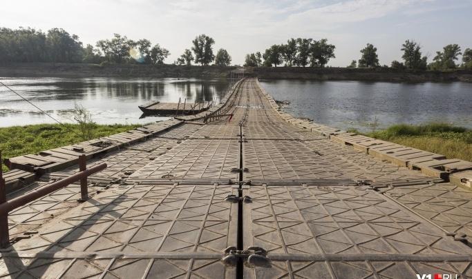 Под Волгоградом восстановили движение по понтонному мосту через Ахтубу