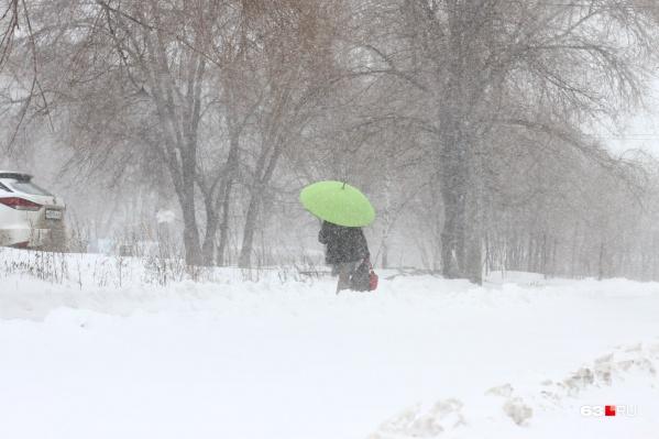 """<a href=""""https://63.ru/text/spring/69045379"""" target=""""_blank"""" class=""""_"""">Синоптики говорят</a>, что снег может скоро сменить дождь"""