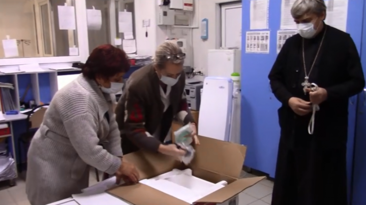 «Гражданский подвиг»: в Азове прихожане церкви закупили кислородные концентраторы для ЦГБ
