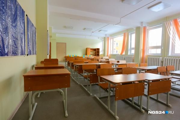 Школьники с 5-го по 11-й класс учатся дома, остальные — в отдельном здании