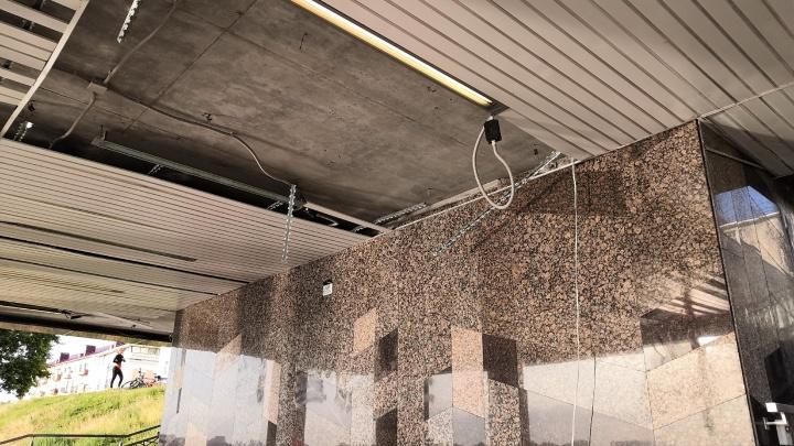В мэрии рассказали, когда восстановят обшивку на смотровой площадке на Валиханова