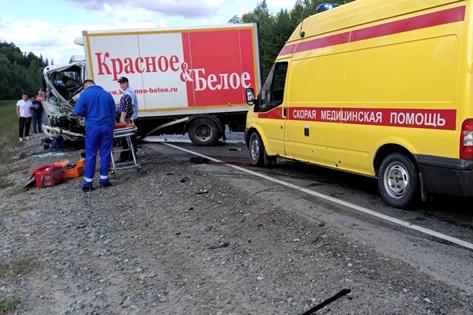 Погиб водитель легковушки, столкнувшейся с грузовиком на трассе Тюмень — Ханты-Мансийск
