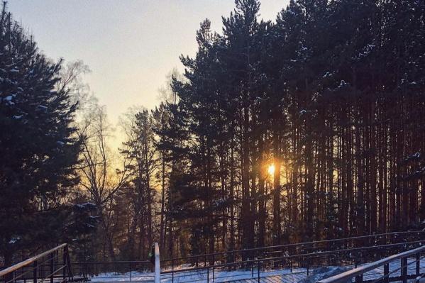 Фотографии огненно-оранжевого заката красноярцы стали выкладывать в социальные сети