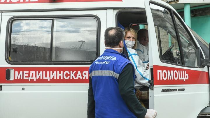 Сотрудникам скорой в Екатеринбурге задерживают выплаты за работу с COVID-19