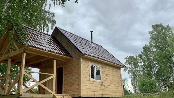 Семья из Новосибирска построила баню из бруса за 4 дня: смотрите видео