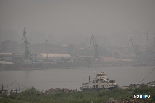 В прошлом году из-за лесных пожаров в Сибири небо над Новосибирском было затянуто несколько недель