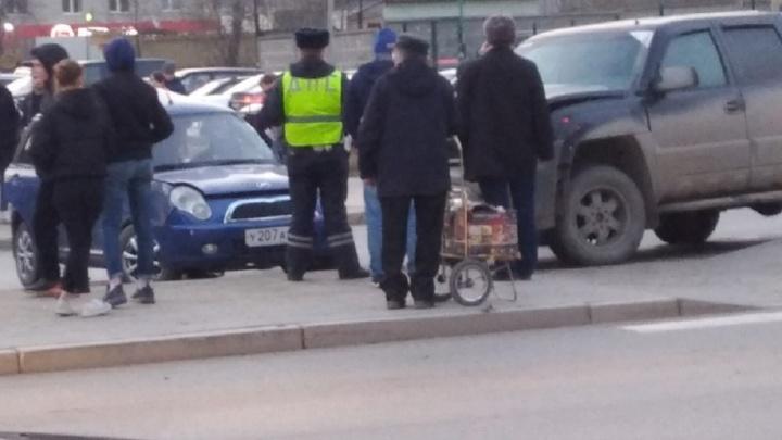 В Екатеринбурге водитель, поворачивавший налево из правого ряда, устроил ДТП и попал в больницу