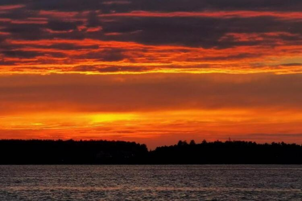 Этим вечером новосибирцы снова могли насладиться прекрасным закатом