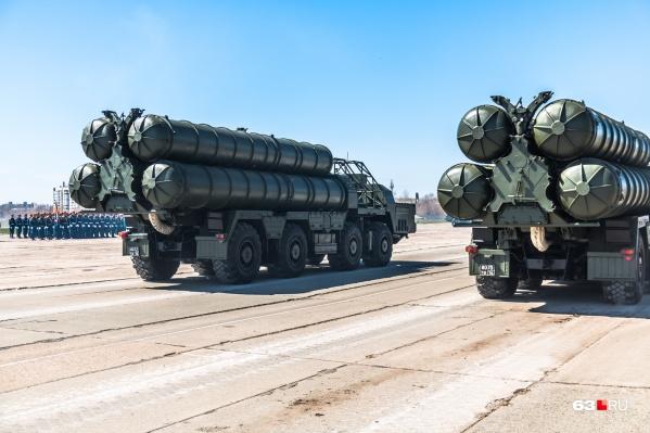 Ракетно-зенитный комплекс С-300 будет охранять воздушное пространство
