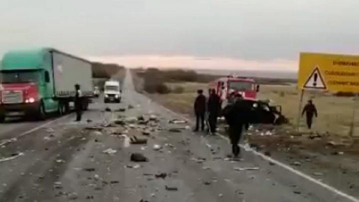 Женщина скончалась в реанимации: в Волгограде рассказали о жуткой аварии с двумя погибшими