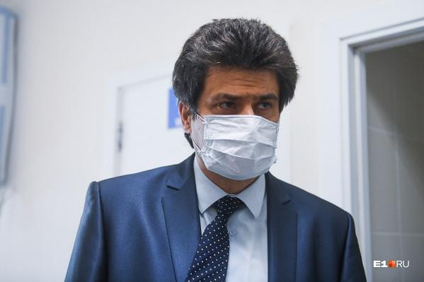 По словам мэра, если в Екатеринбурге так же продолжать (не) носить маски, ограничения не снимут никогда