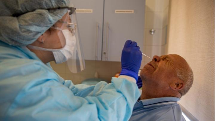 «Не просто всплеск, а рабочая агония»: сотрудники частных клиник — о пациентах с симптомами ковида