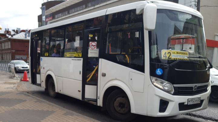 В большинстве автобусов Архангельска с октября можно расплачиваться картой