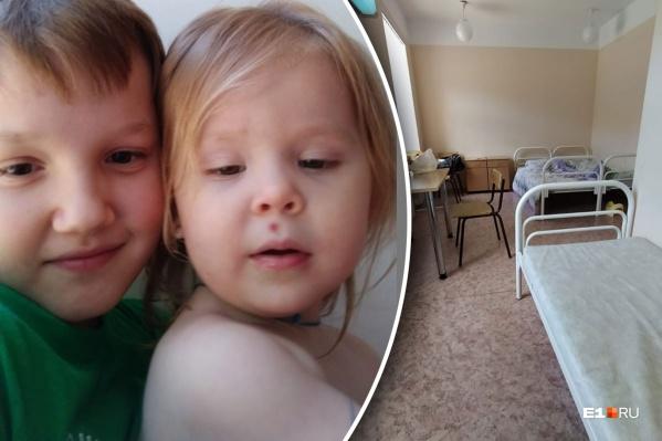 10-летнему Никите пришлось взять на себя все заботы о маленькой сестре