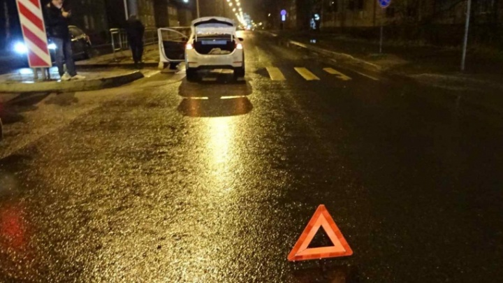 На пешеходном переходе в Архангельске водитель иномарки сбил женщину