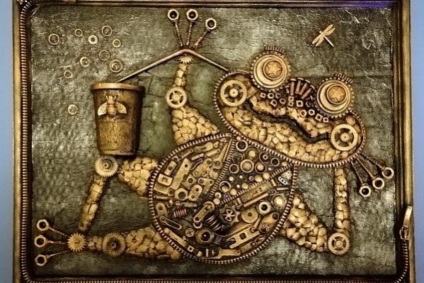 Стимпанковская лягушка сделана из ключей и часов