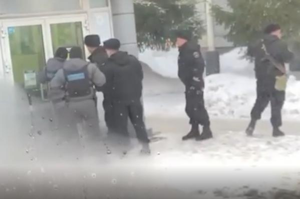 Полиция начала поиск грабителя