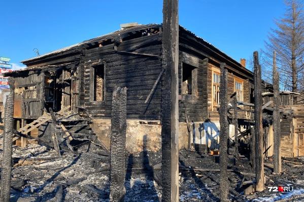 За месяц с небольшим пожарным пришлось семь раз тушить пожар на небольшом участке улицы Береговой