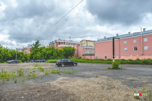 На этом участке рядом с гимназией № 17 проведут археологические раскопки
