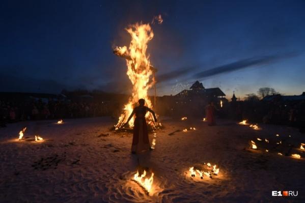 Фаер-шоу с сожжением чучела прошло в «Парке сказов» в Арамиле