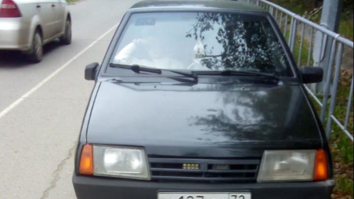 18-летний тюменец без прав отвез девушку в школу и лишился машины